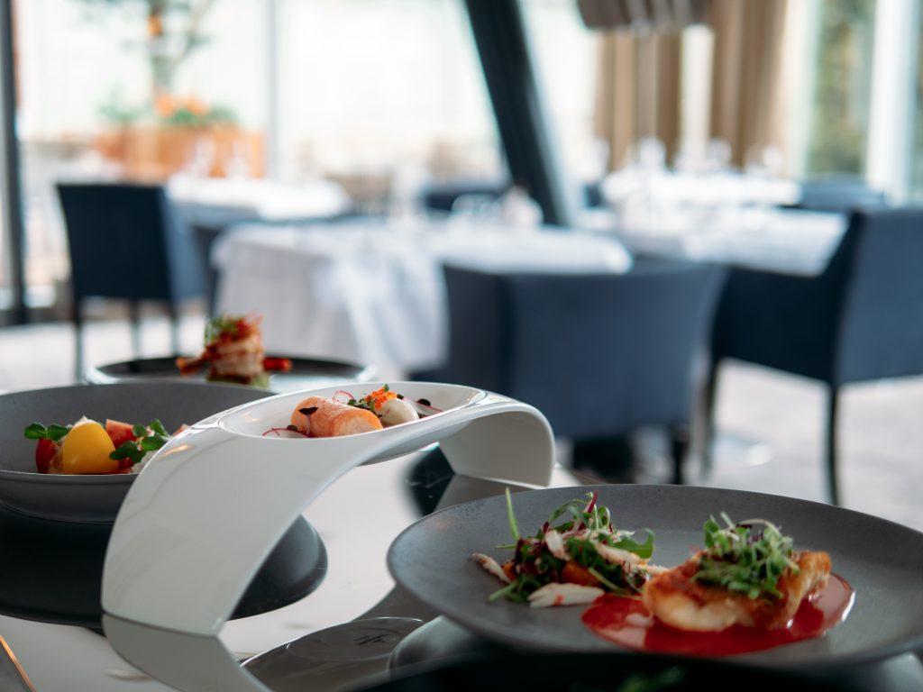 Restaurant & Lounge Roses